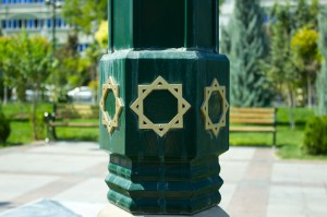 Восьмигранник как элемент уличного декора