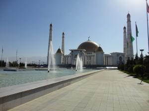 Фонтаны перед мечетью